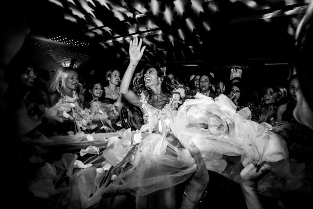photo d'une mariée qui danse à toulon