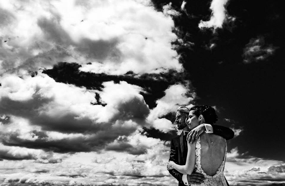 couple de mariés enlacés à toulon