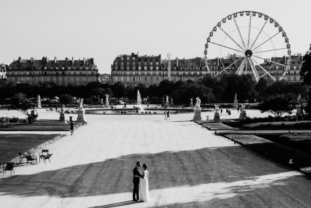 photo de mariés au tuilerie à paris
