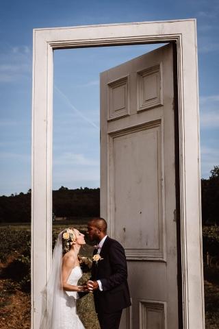 photo de couple mariés commanderie de peyrassol