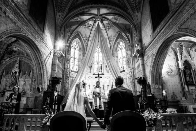 photographe de mariage à l'église flassans